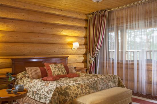 奢华舒适的酒店客房空间设计实景图