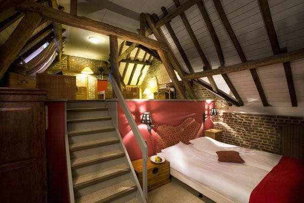 自然舒适的酒店客房空间