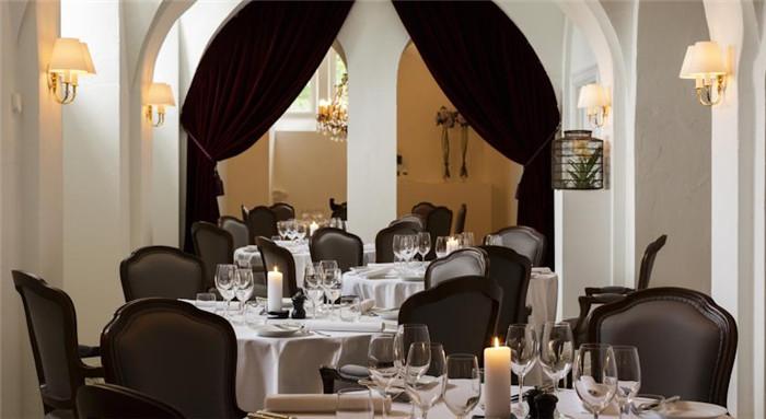 酒店精致奢华的餐饮空间设计实景图