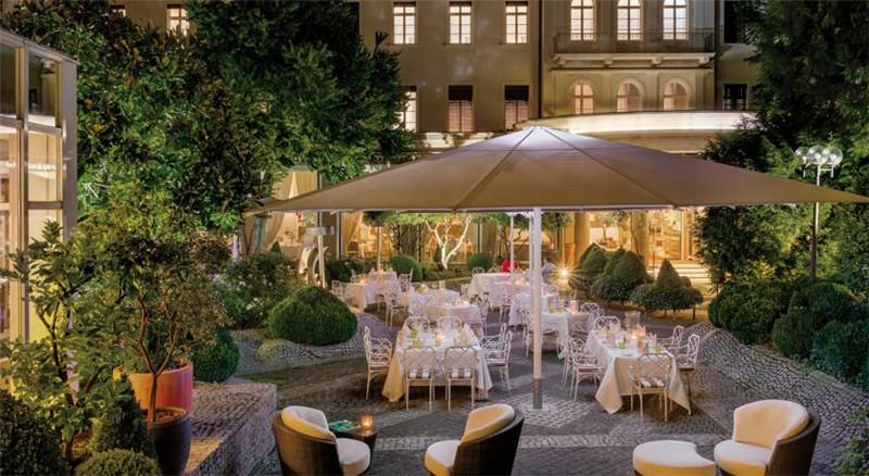 德国海德堡霍夫欧洲酒店室外餐饮空间