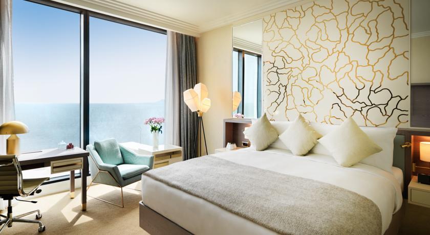简洁舒适的精品酒店客房空间布局设计实景图