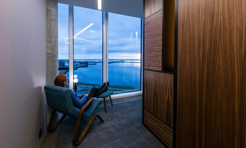 视野极佳的酒店室内空间