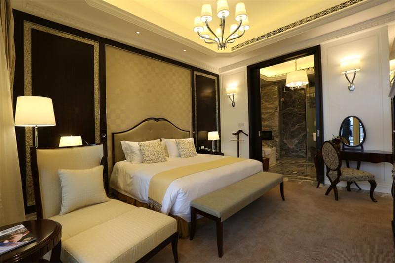 舒适优雅的精品酒店客房空间局部