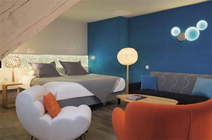 精致时尚的酒店客房空间布局