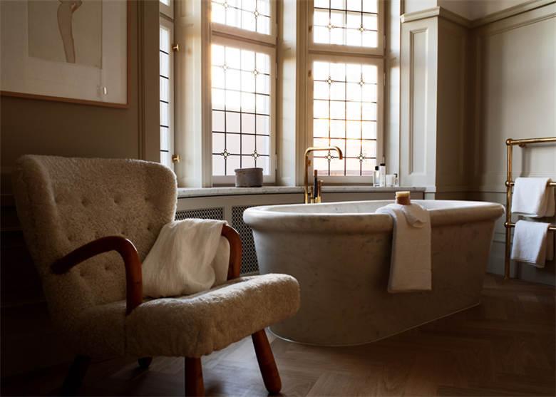 酒店客房浴缸