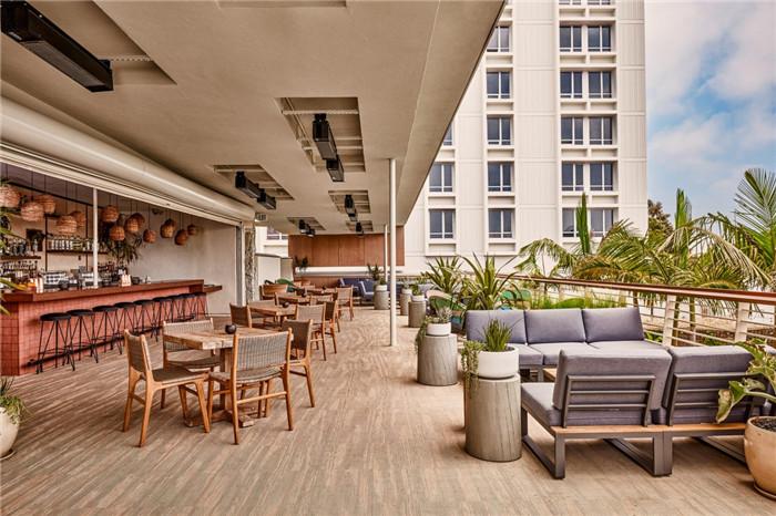 郑州勃朗设计分享简约自然风城市度假酒店户外酒吧设计案例