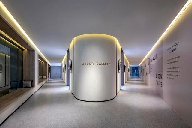 亚朵首家新知社区中心酒店——爱琴海亚朵S酒店客房走廊设计