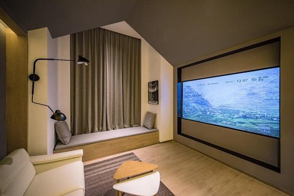 亚朵首家新知社区中心酒店——爱琴海亚朵S酒店影音主题客房设计