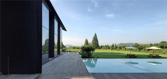 冷静又克制   玫瑰庄园反传统精品度假酒店泳池设计方案