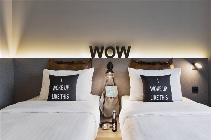 瑞士Moxy酒店标准客房设计  小而美的潮牌精品酒店设计鼻祖