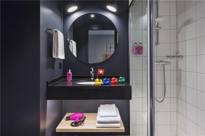 瑞士Moxy酒店卫生间设计  小而美的潮牌精品酒店设计鼻祖