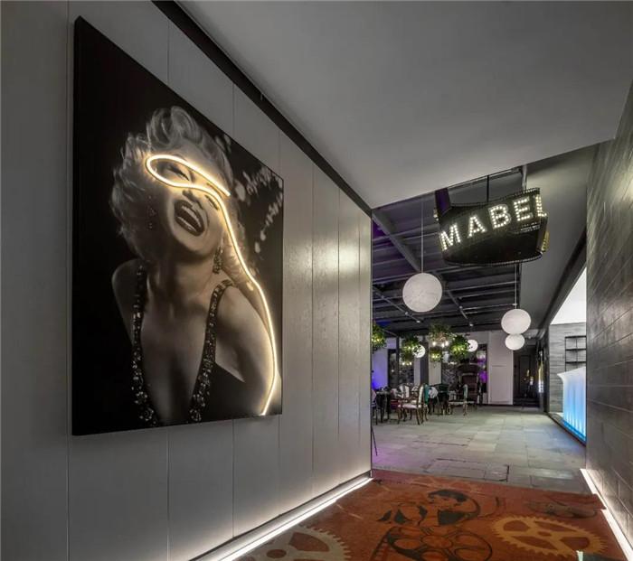 电影跨界酒店  沉浸式电影主题杭州殿影精品酒店餐厅设计