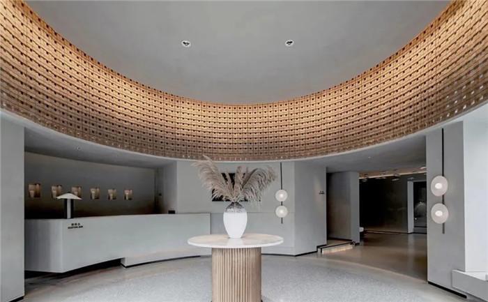 酒店大堂设计-云南3000平度假酒店翻新改造设计案例  邂逅简约之美