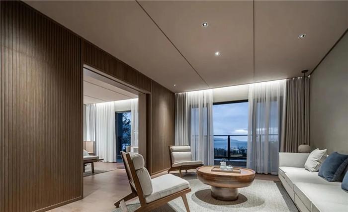 酒店套房客厅设计-云南3000平度假酒店翻新改造设计案例  邂逅简约之美