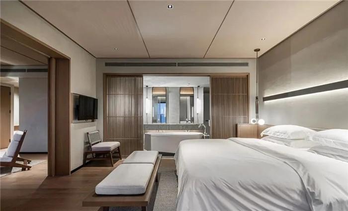 酒店大床房设计-云南3000平度假酒店翻新改造设计案例  邂逅简约之美