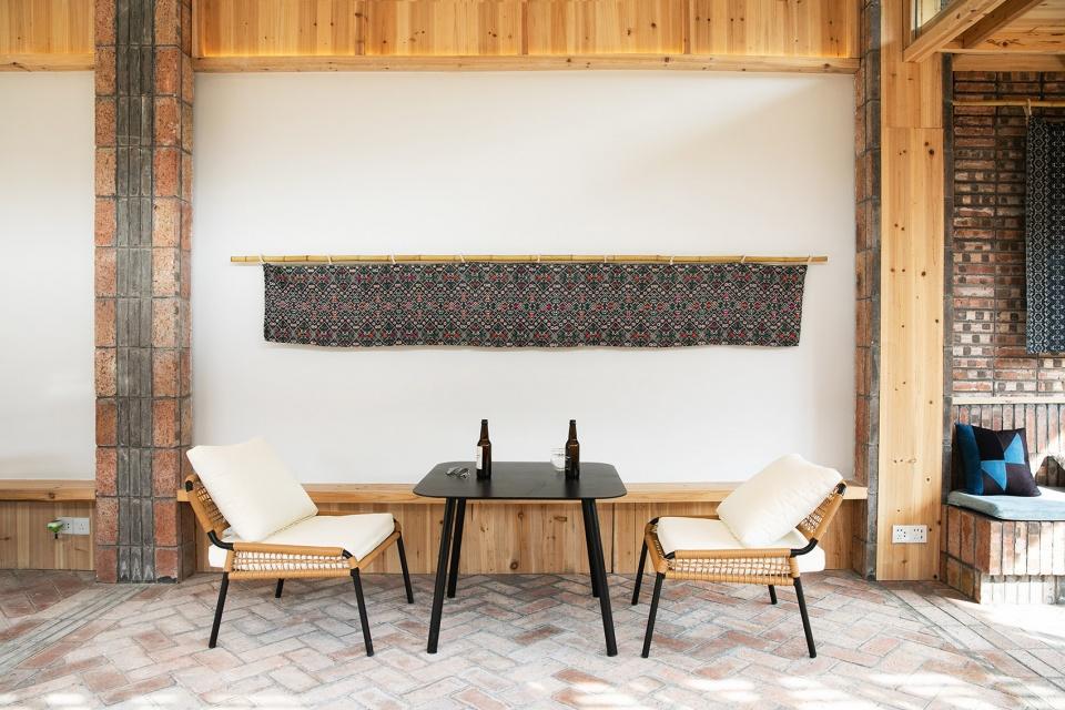 红砖、杉木复苏老民宅改造变身精品民宿设计案例