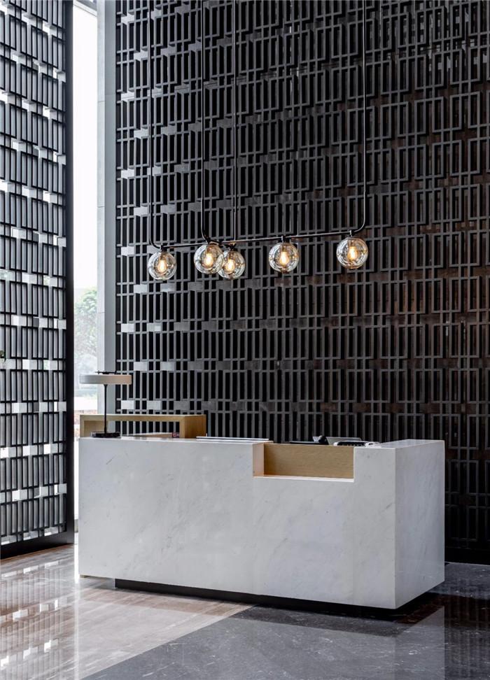 酒店大堂接待台设计-现代手法演绎西蜀风情  四川首家万怡酒店设计赏析
