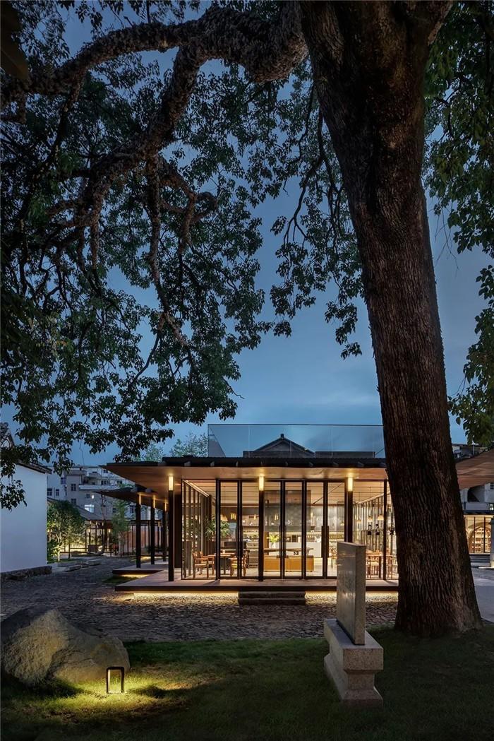 集书店、咖啡、美术馆于一体的精品酒店设计方案