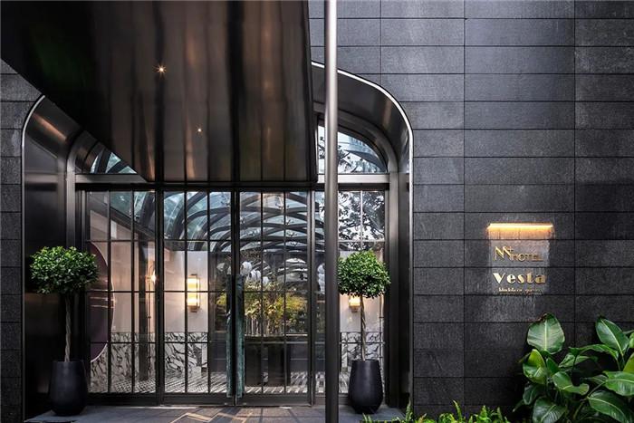酒店入口设计-Art Deco复古怀旧风音乐主题精品酒店设计案例