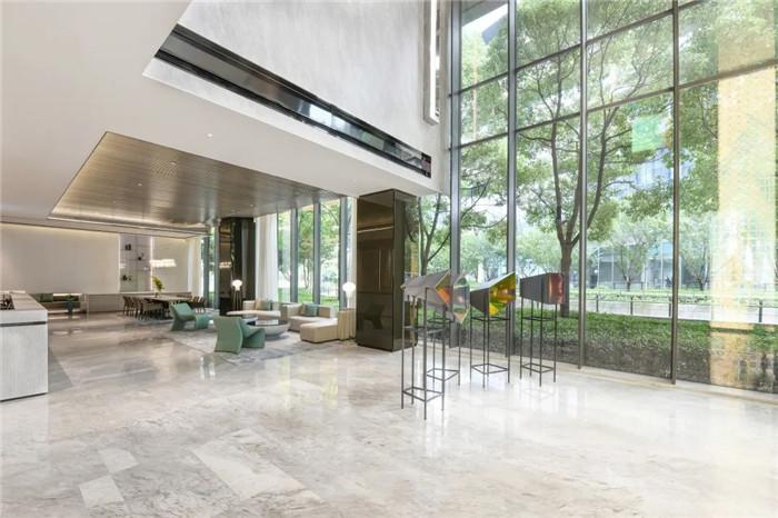 酒店大厅休闲区设计-经久不衰的现代简约风CRYSTAL ORANGE酒店设计
