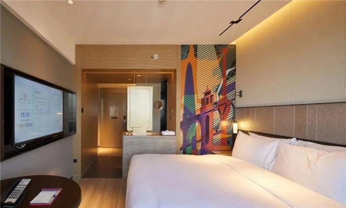 酒店大床房设计-复古与新潮混搭风武汉网红精品酒店改造设计案例