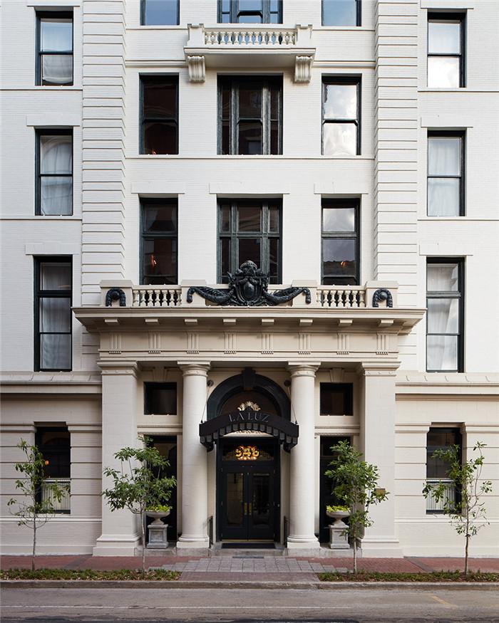酒店入口设计-历史修复   国外豪华复古风精品酒店改造设计方案