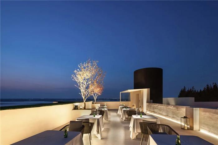 酒店露台酒吧设计-以邮轮帆船为灵感的泊乐艺术精品酒店设计案例