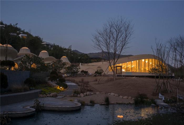 隐秘而轻松的野界小型度假村酒店设计案例