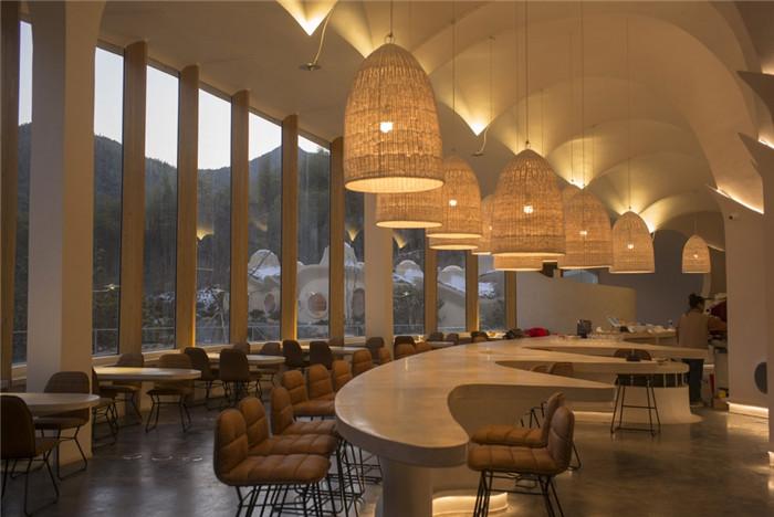酒店餐厅设计-隐秘而轻松的野界小型度假村酒店设计案例
