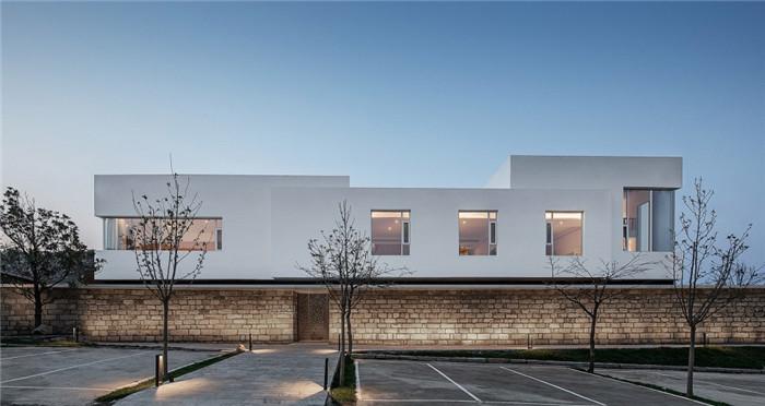 民宿建筑设计-民宿设计鸟瞰图-纯白原木风景区内部2层独栋民宿设计方案