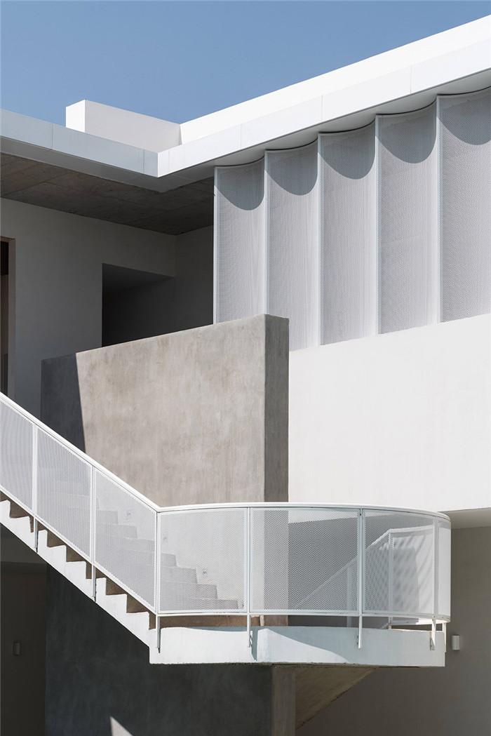 酒店楼梯设计-民宿设计鸟瞰图-纯白原木风景区内部2层独栋民宿设计方案