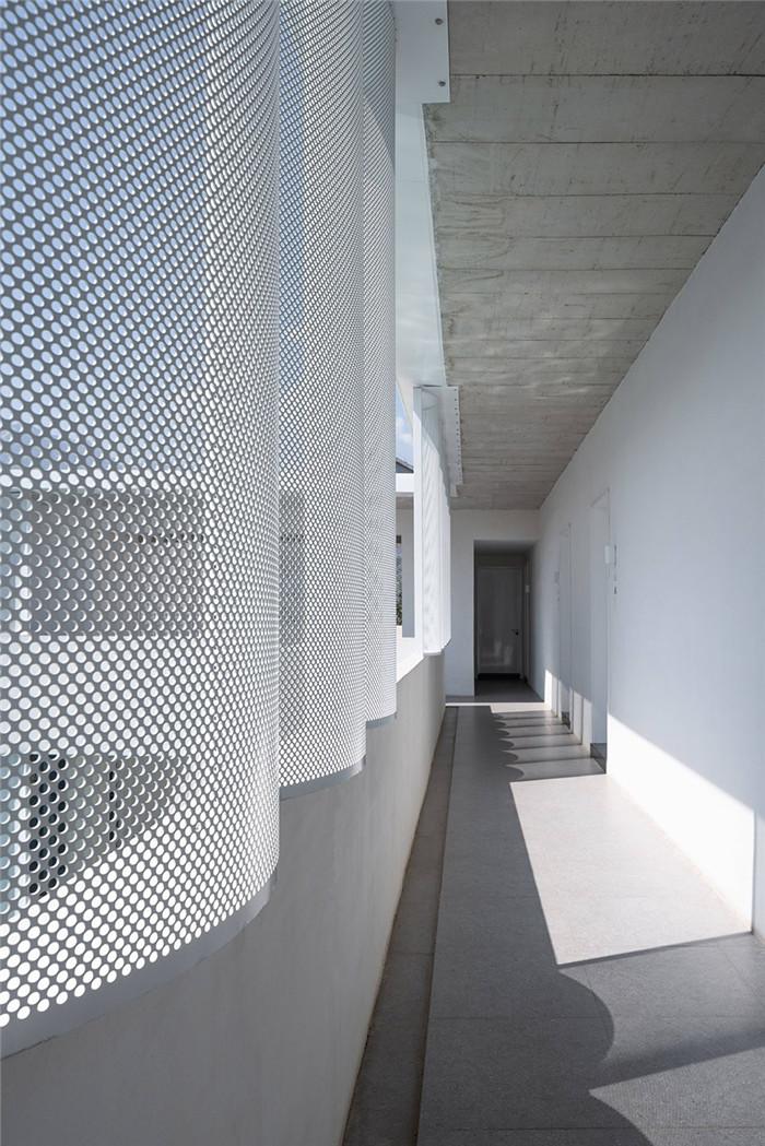 民宿走廊设计-民宿设计鸟瞰图-纯白原木风景区内部2层独栋民宿设计方案