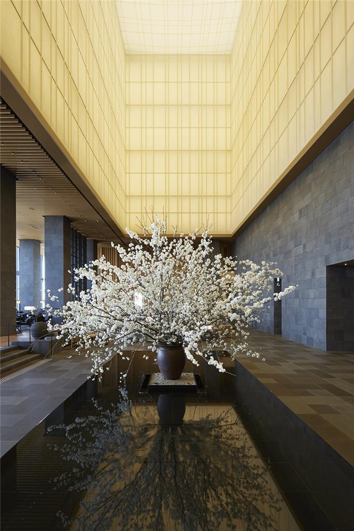 酒店大厅设计-专为休闲和商务游客而定制的东京安缦度假酒店设计
