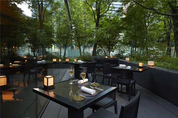 酒店餐厅设计-专为休闲和商务游客而定制的东京安缦度假酒店设计