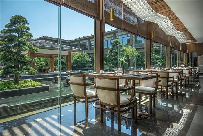 酒店餐厅设计-坐落于山水中的中式奢华度假酒店设计方案
