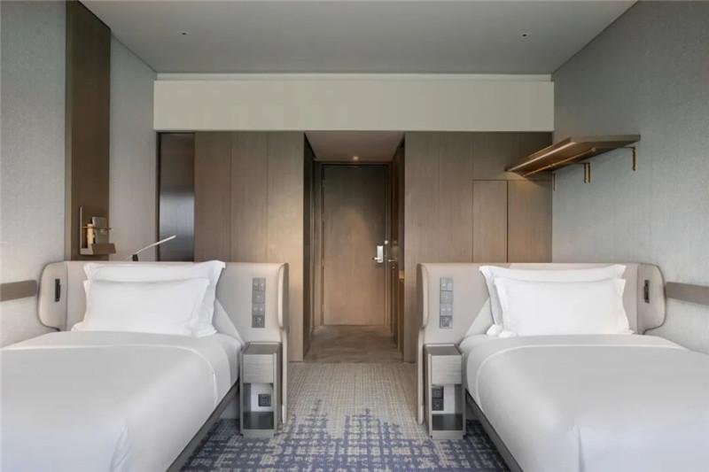 酒店客房设计-皇冠假日酒店首家时尚年轻化五星级酒店设计赏析