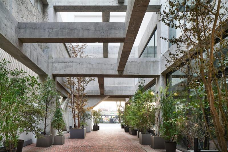 酒店中庭设计-以绿色环保工业风为主题的精品酒店改造设计方案