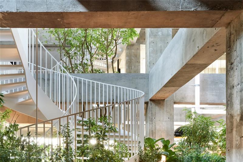 酒店楼梯设计-以绿色环保工业风为主题的精品酒店改造设计方案