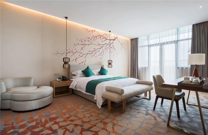酒店大床房设计-现代与传统相融合的新中式温泉度假酒店设计案例