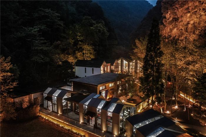 酒店夜景-酷酷工业风成都1979精品度假酒店改造设计方案