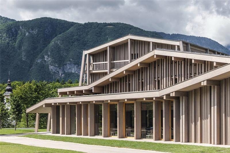连接本土文化与创意的BOHINJ酒店翻新改造设计案例