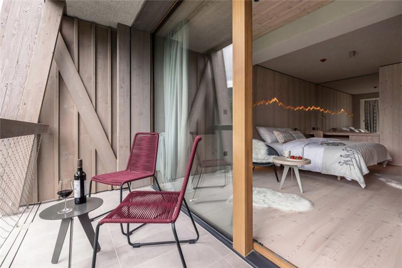 酒店客房设计-连接本土文化与创意的BOHINJ酒店翻新改造设计方案