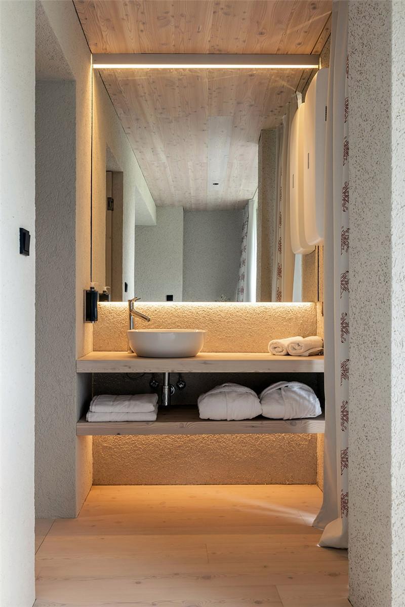 客房卫生间设计-连接本土文化与创意的BOHINJ酒店翻新改造设计方案