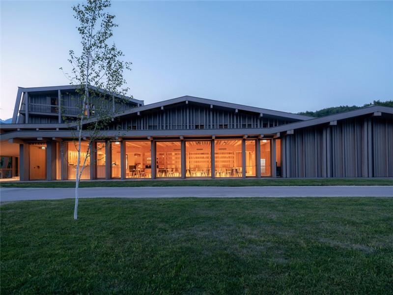 连接本土文化与创意的BOHINJ酒店翻新改造设计方案