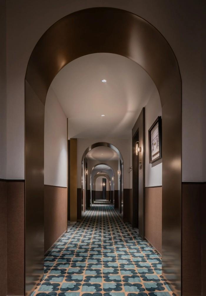 复古传奇  武汉汉口江滩美仑国际酒店客房走廊设计